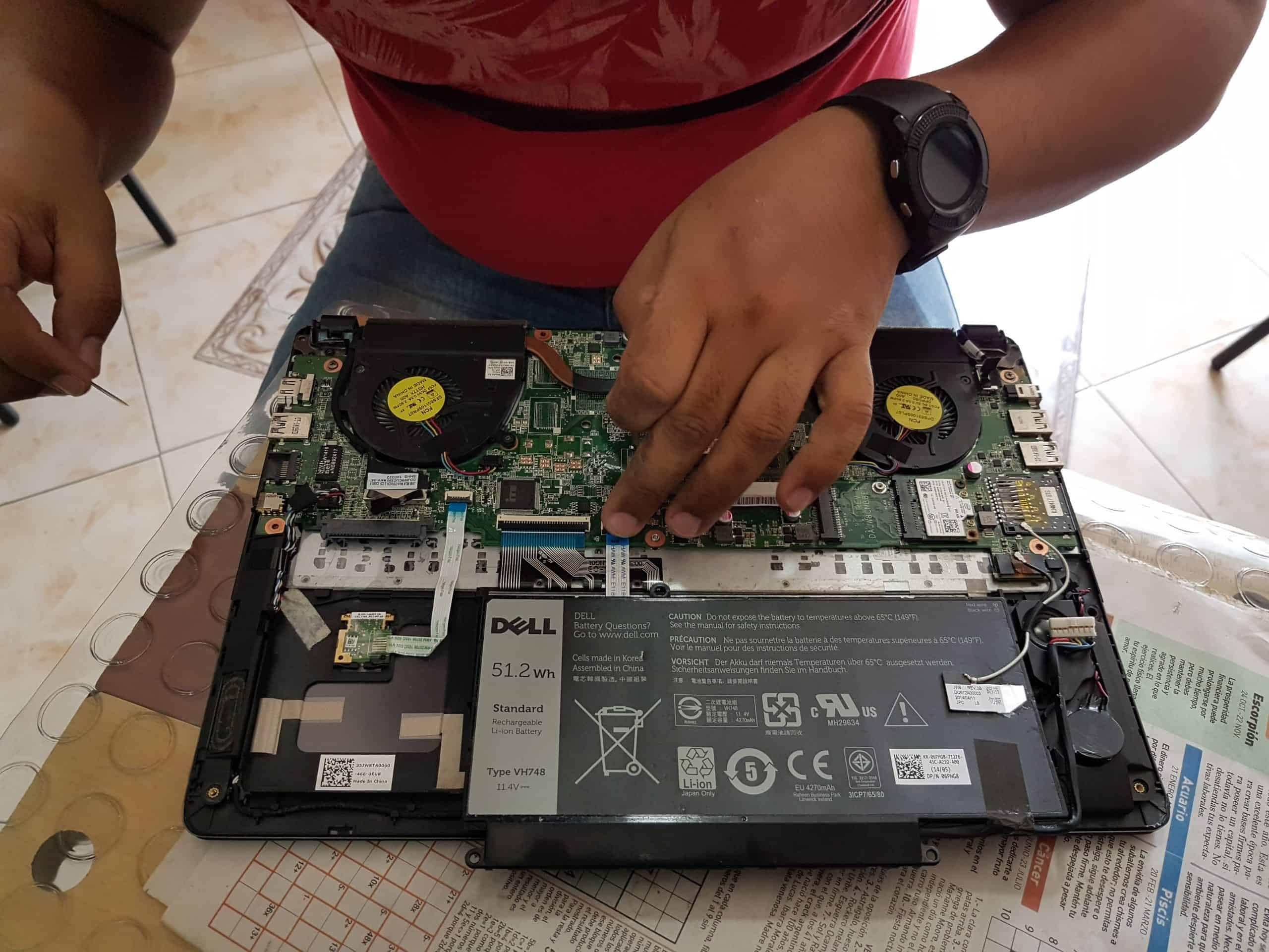 El mantenimiento de una laptop es parte del soporte técnico PC