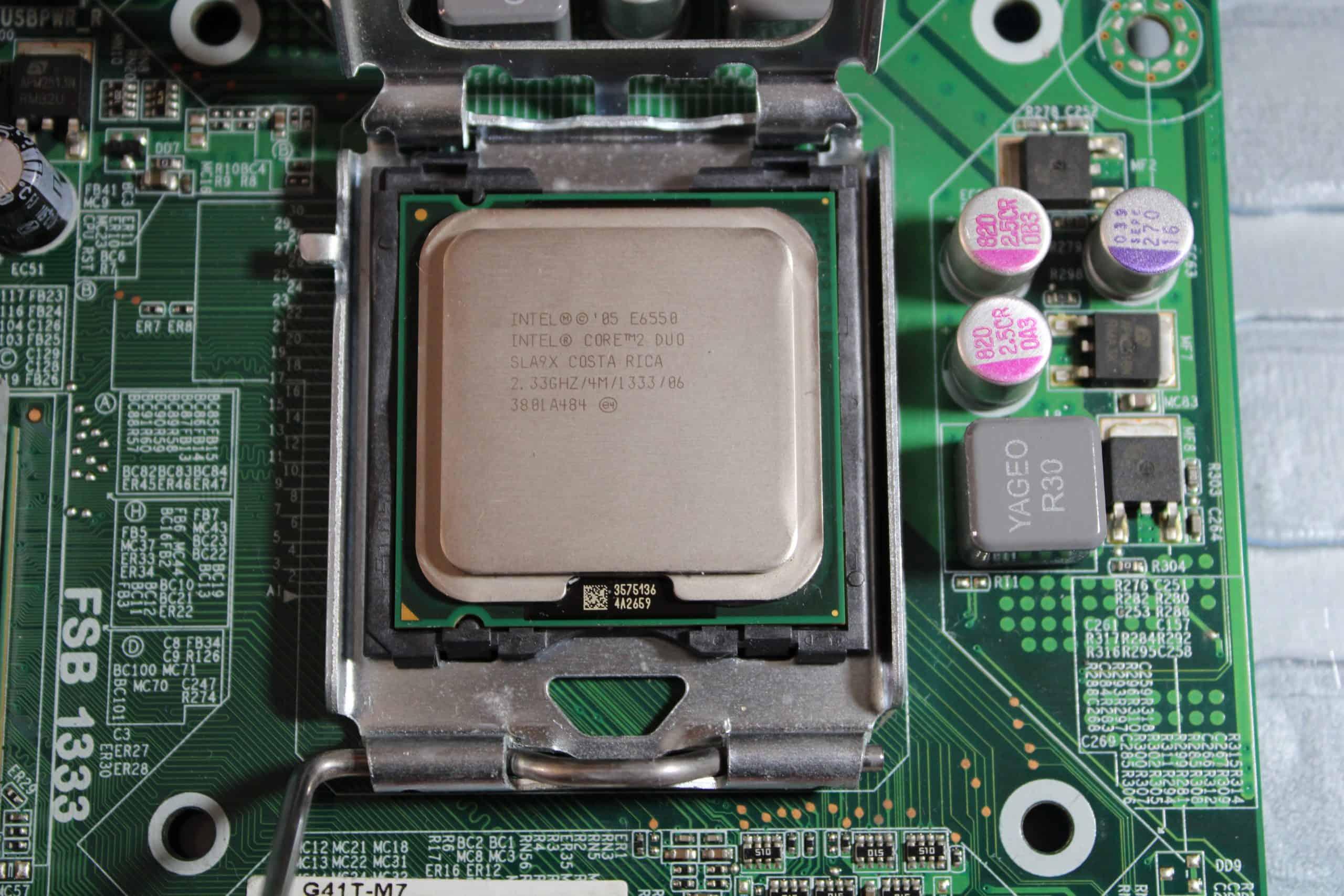 Una motherboard necesita programas especiales para funcionar correctamente
